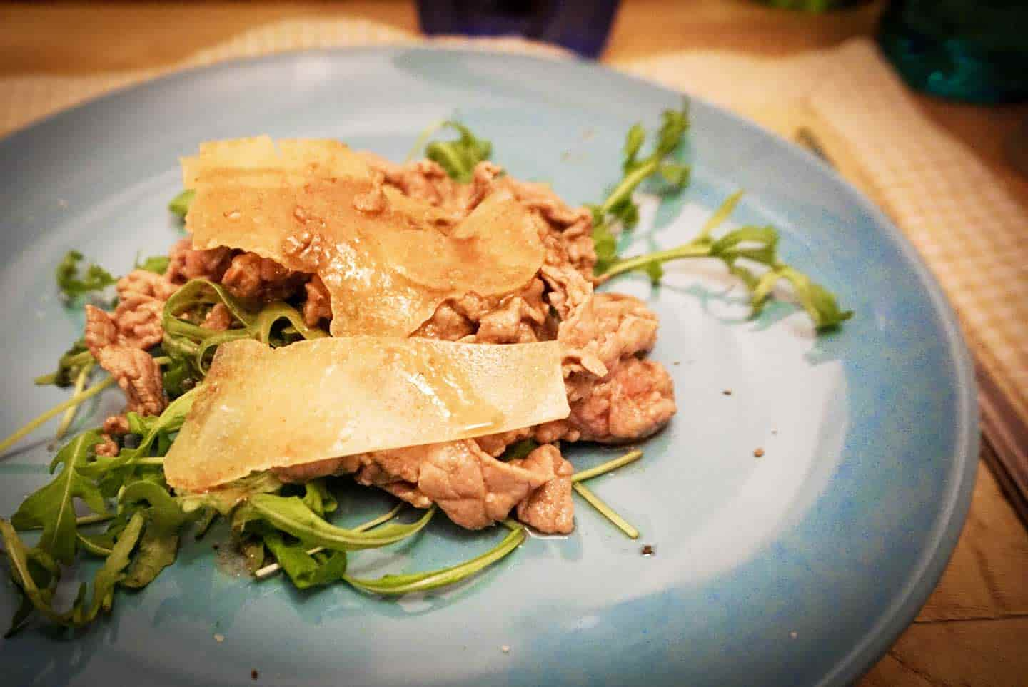 beef stips with rocket salad